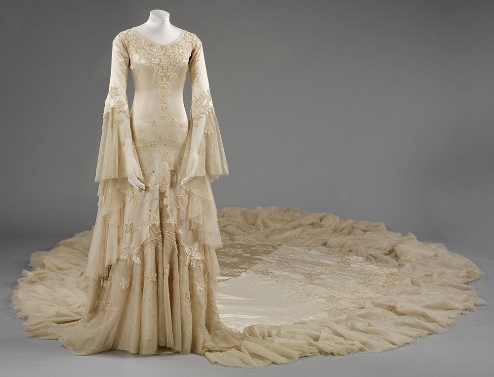 3 Silk satin wedding dress designed by Norman hartnell in 1933 - Victoria and Albert Museum London - Vintage By Lopez-Linares recommendation